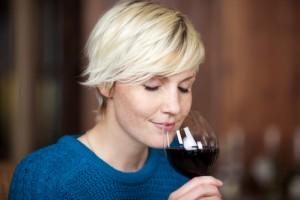Новое лекарство от угревой болезни — красное вино!
